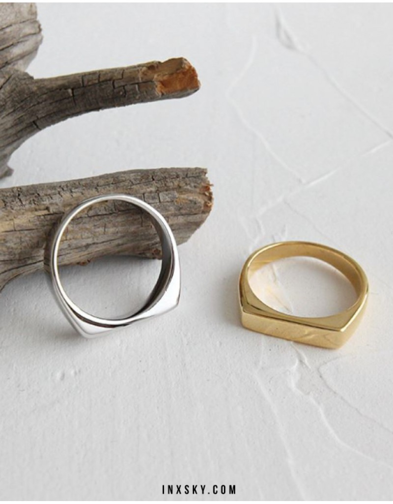 SIA Gold Ring